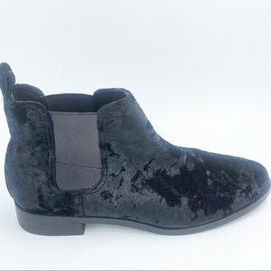 Tom's Like New Size 8.5 Black Velvet Ella Boots